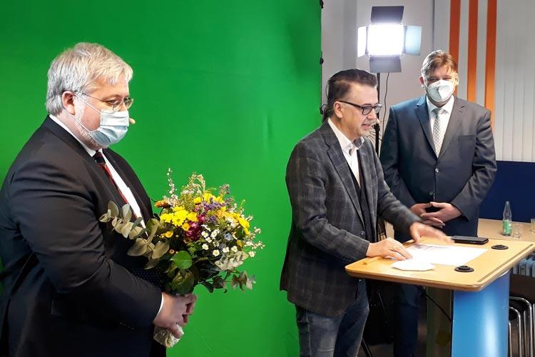 Jens Nacke und Christoph Baak gratulierten Stephan Albani zur Wahl. Er wird die CDU Ammerland und Oldenburg Stadt im Bundestagswahlkampf vertreten.