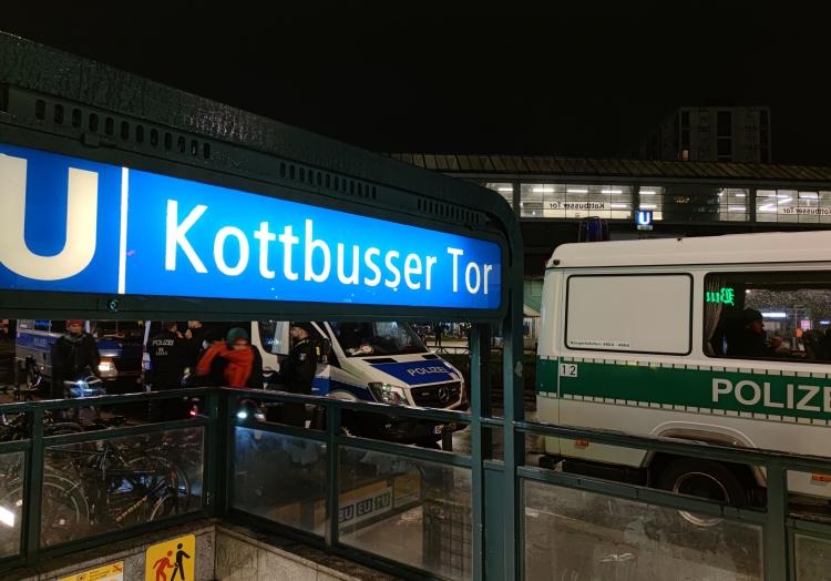 Polizei am 15.04.2021 am Kottbusser Tor in Berlin, über dts Nachrichtenagentur