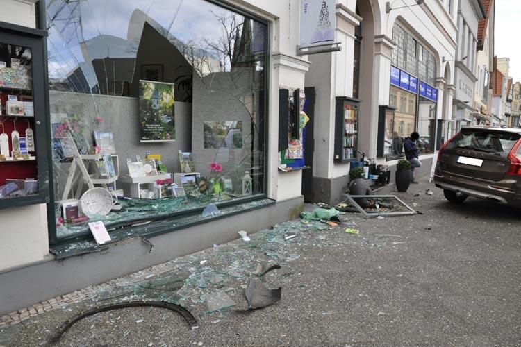 Heute hat sich ein spektakulärer Unfall in der Innenstadt ereignet.
