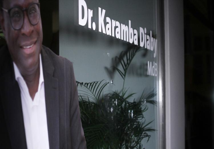 Einschusslöcher am Büro von Karamba Diaby im Januar 2020, über dts Nachrichtenagentur