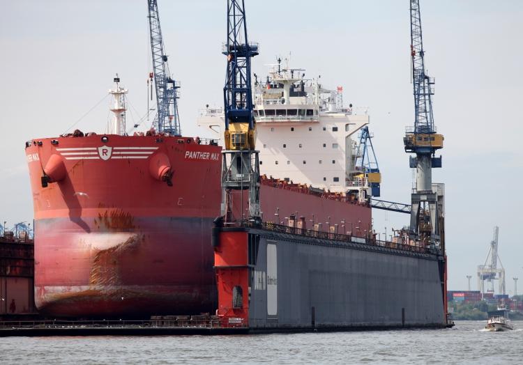 Schiff in einer Werft, über dts Nachrichtenagentur
