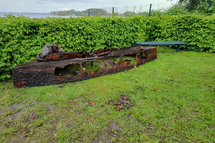 In etwa 2,5 Meter Tiefe wurde der Bootskörper von dem Echolotsystem gefunden.