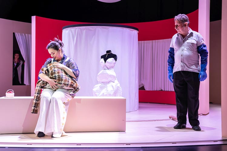 """""""Die Laborantin"""" der britischen Autorin Ella Road ist jetzt als deutsche Erstaufführung im Kleinen Haus des Oldenburgischen Staatstheaters zu sehen."""