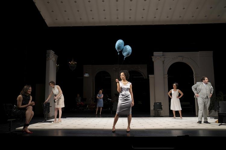 """""""Die Wiedervereinigung der beiden Koreas"""" von Joël Pommerat ist derzeit mit großem Schauspielensemble im Großen Haus des Oldenburgischen Staatstheaters zu sehen."""