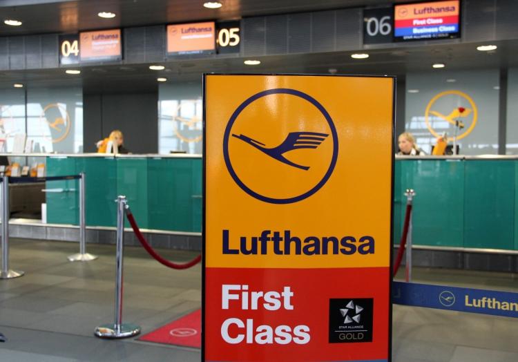 Lufthansa-Check-in-Schalter am Flughafen, über dts Nachrichtenagentur