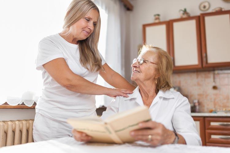 Das Leben in den eigenen vier Wänden ist auch für ältere Menschen ein wichtiger Bestandteil des Alltags.