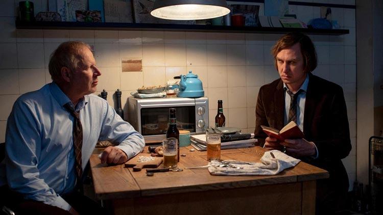 """Alex Milberg und Lars Eidinger im Tatort """"Borowski und der gute Mensch""""."""