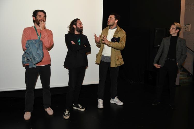 """Das Filmteam von """"A Glimpse of Happiness"""", unter anderem mit Regisseur Raffaël Enaul (2.v.r.) und Hauptdarsteller Fabien Caleyre (l.), stellte ihre Weltpremiere in Oldenburg persönlich vor."""