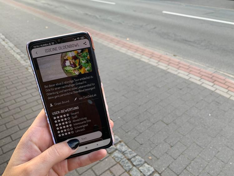 Mit dem Smartphone Oldenburg kennenlernen und entdecken. Mit der App Actionbound können sich Genießer zum Beispiel eine digitale OldenBowl zusammenstellen und etwas über Nachhaltigkeit erfahren.