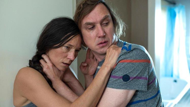 """Sabine Timoteo und Lars Eidinger im Tatort """"Borowski und der gute Mensch""""."""