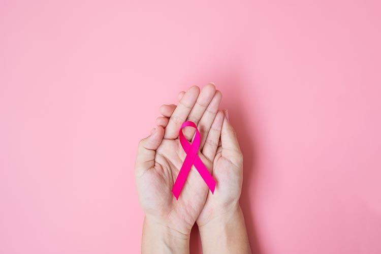 Im Monat Oktober wird jährlich auf die Prävention, Früherkennung und Erforschung von Brustkrebs aufmerksam gemacht.