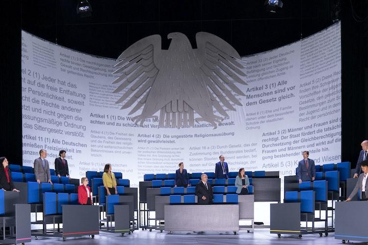 """Die """"Demokratische Sinfonie"""" ist ein aktuelles und starkes Stück Theater im Großen Haus des Oldenburgischen Staatstheaters."""
