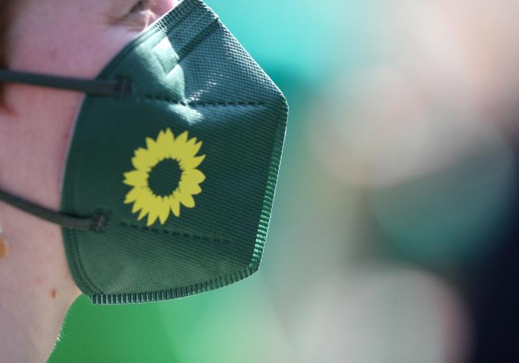FFP2-Maske mit Grünen-Logo, über dts Nachrichtenagentur