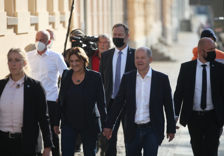 Olaf Scholz am 26.9. in Potsdam auf dem Weg ins Wahllokal, über dts Nachrichtenagentur
