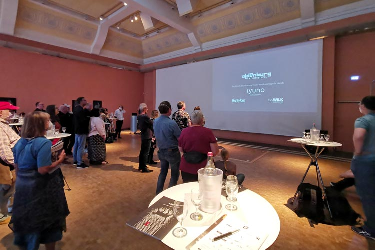 Erstmals fand die Preview zum Internationalen Filmfest Oldenburg im EWE Forum Alte Fleiwa statt – wegen der Pandemie mit weniger Gästen als üblichen.