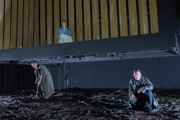 """Ensemble und Regieteam von """"Foxfinder"""" begeistern derzeit im Kleinen Haus des Oldenburgischen Staatstheaters."""