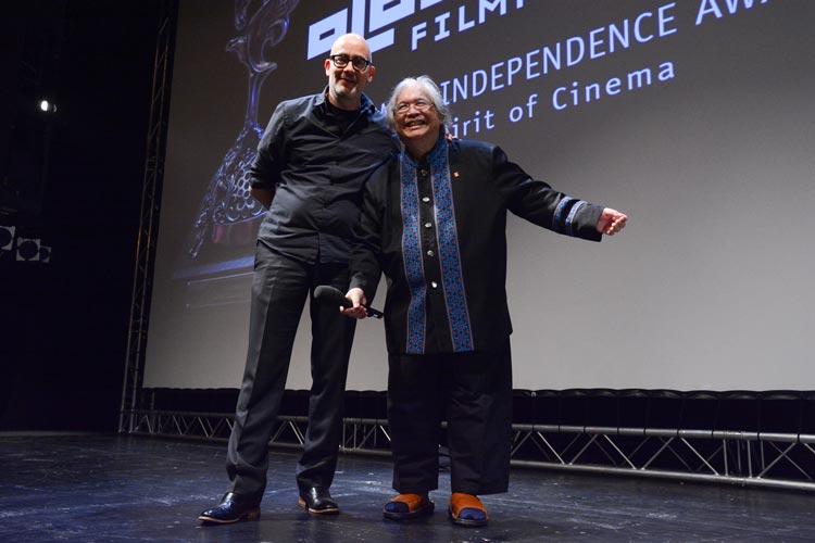 """Dirigent und Regisseur Somtow Sucharitkul war einer der Publikumslieblinge beim Internationalen Filmfest Oldenburg. Für die Weltpremiere seines Films """"The Maestro"""" erhielt er den """"Spirit of Cinema Award""""."""