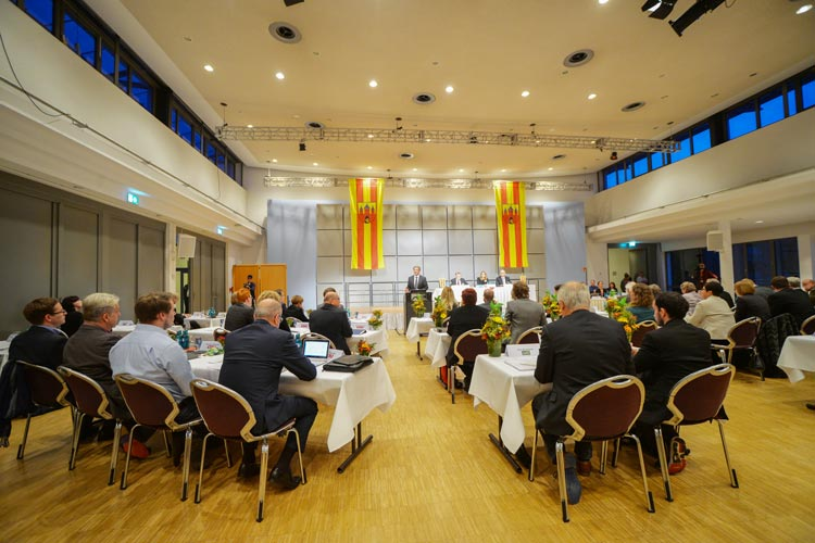 Ratssitzung in der Oldenburger Weser-Ems Halle.