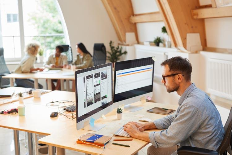 Immer mehr Immobilienmakler setzen in ihrem beruflichen Alltag auf den Einsatz von Immobiliensoftware.
