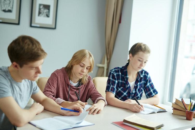 Die Entscheidung nach dem Abitur ist eine der schwierigsten Entscheidungen, die im Leben getroffen werden müssen.